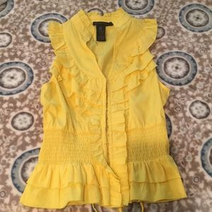 Super cute yellow blouse! 😍 S/M size fit